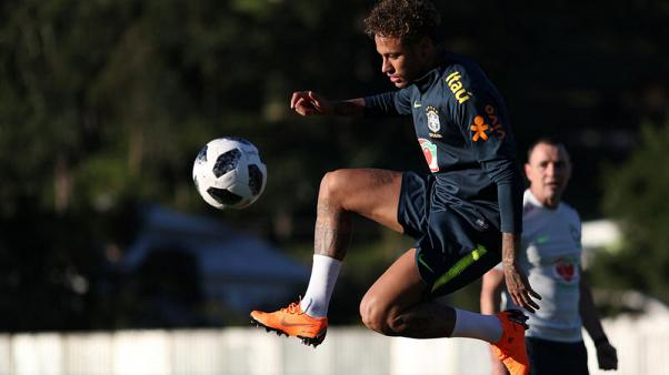 Neymar's slim shoulders carry Brazil's burden of hopes