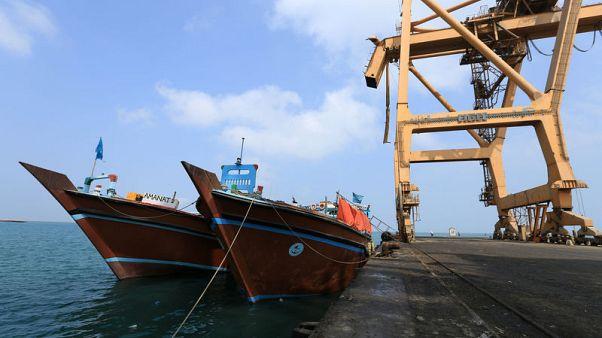 قوة بحرية أوروبية: سفينة تنقل قمحا لليمن أصيبت بصاروخ