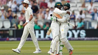 Pakistan crush sorry England at Lord's