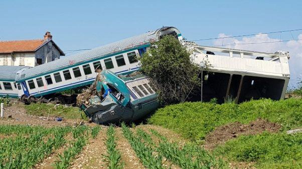 Treno contro tir, travolto camionista