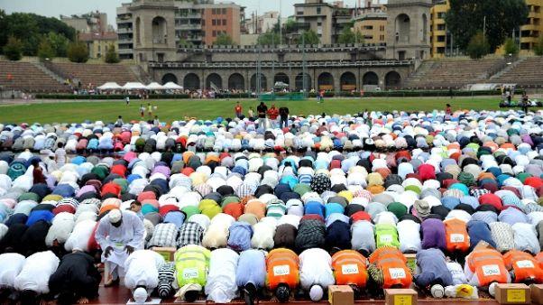Centro Islam,svastica e Corano strappato