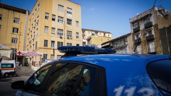 Napoli, paziente schiaffeggia infermiere