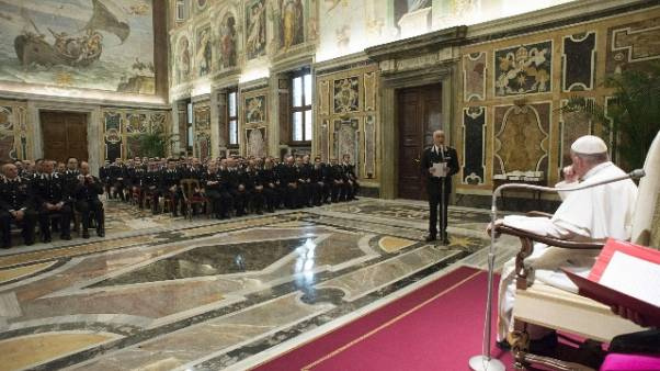 Papa: buona salute famiglia decisiva
