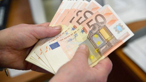 Broker nasconde 253mila euro in auto