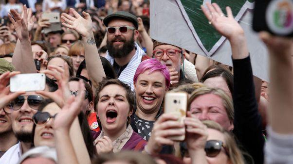ايرلندا تصوت لصالح إلغاء حظر الإجهاض بنسبة 66 في المئة