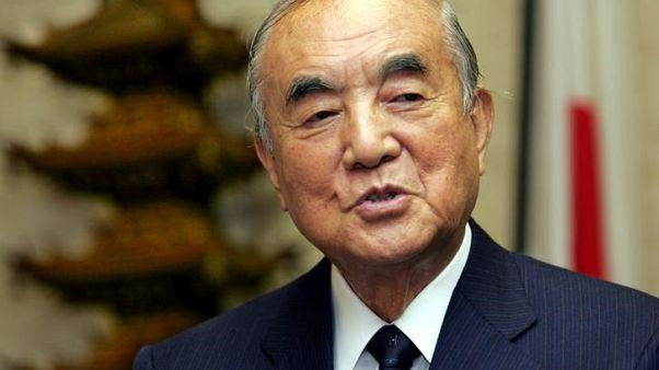 ناكاسوني رئيس وزراء اليابان السابق يحث في عيد ميلاده المئة على تعديل الدستور