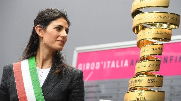 """Giro: Raggi, 'Buche? Si,ma giorno festa"""""""