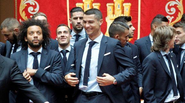 Cori tifosi Ronaldo,ringrazia da balcone