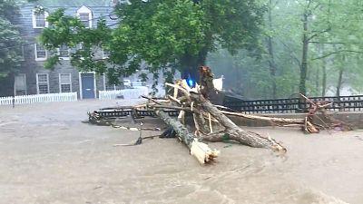 Thousands evacuate as Storm Alberto powers towards Florida