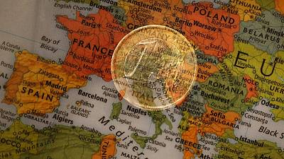 Euro zone lending growth levels off