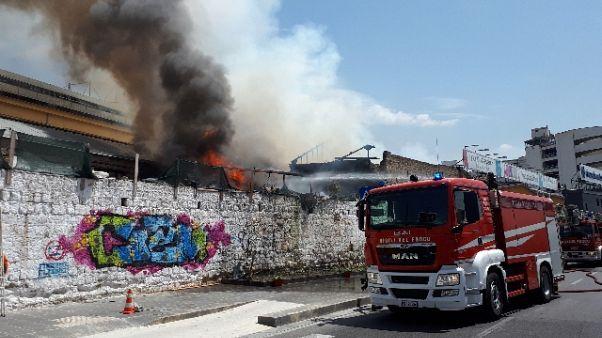 Incendio capannone alloggio immigrati