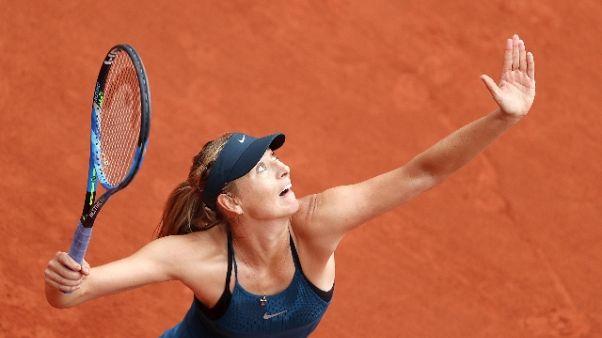 Roland Garros, Sharapova passa turno