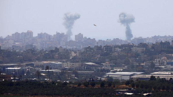 حماس والجهاد الإسلامي تطلقان قذائف عبر الحدود وإسرائيل ترد بضربات