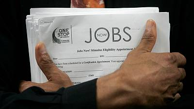U.S. weekly jobless claims drop as labour market picks up steam