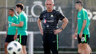 Australia coach Van Marwijk hears World Cup clock ticking