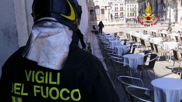 Allarme per borsa sospetta a Venezia