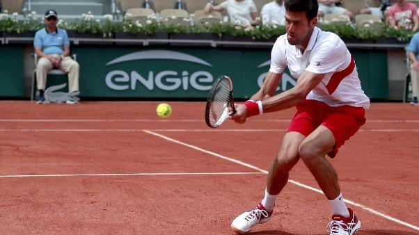 Tennis: Parigi, Djokovic al terzo turno
