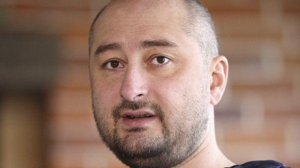 الصحفي الروسي بابتشينكو لا يزال حيا بعد أنباء عن مقتله في أوكرانيا