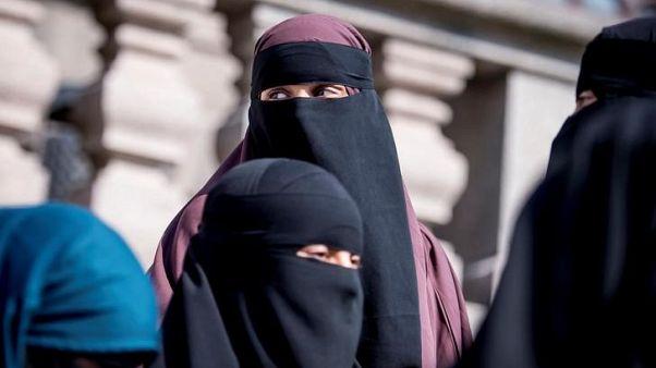 الدنمرك تحظر ارتداء النقاب في الأماكن العامة
