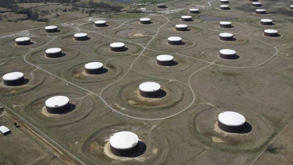 وكالة حكومية: مخزونات النفط الأمريكية تهبط بأكثر من المتوقع الأسبوع الماضي