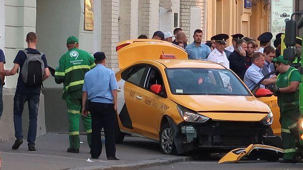 وكالة: ثلاثة مصابين في واقعة صدم سيارة أجرة لهم بموسكو سيغادرون المستشفى