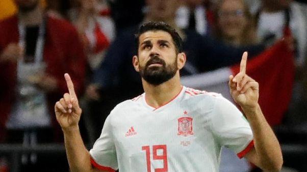 كوستا المحظوظ يسجل ويقود إسبانيا لفوز بشق الأنفس على إيران