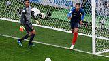 الشاب مبابي يقود فرنسا لدور 16 في كأس العالم ويطيح ببيرو