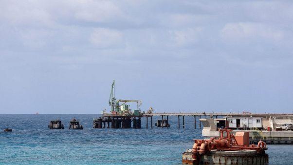 مصادر: مسؤولو ميناء الزويتينة الليبي لا يسمحون برسو ناقلة لمؤسسة نفط طرابلس