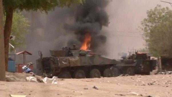 مقتل 4 مدنيين وإصابة 4 جنود فرنسيين في هجوم سيارة ملغومة بمالي