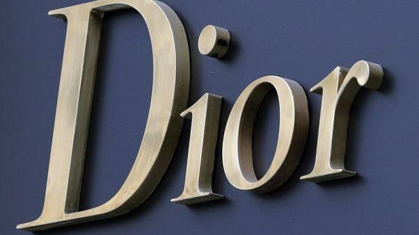 كريستيان ديور تستعرض تاريخ أزيائها في متحف بلندن العام المقبل