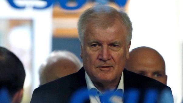 مصادر حزبية: وزير الداخلية الألماني يعرض استقالته