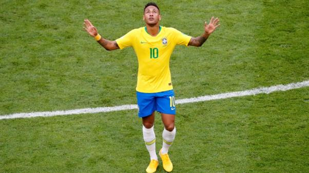 نيمار يبهر ويحبط في قيادة البرازيل لدور الثمانية