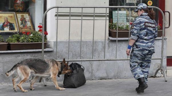 شرطة موسكو تطوق شارعا قريبا من الكرملين لفترة وجيزة لدواع أمنية
