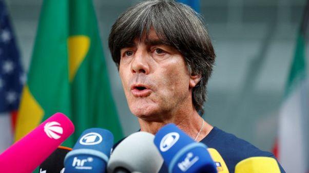 لوف مستمر في منصبه رغم خروج ألمانيا المبكر من كأس العالم