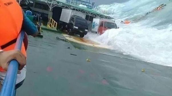 Naufrage d'un ferry en Indonésie: le bilan monte à 29 morts