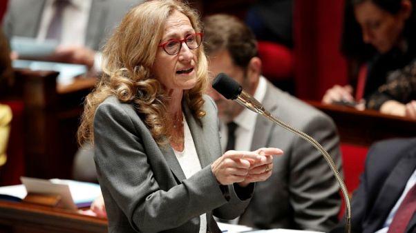 وزيرة فرنسية تدعو للهدوء بعد ليلة من الاحتجاجات بمدينة نانت