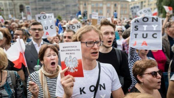 Conflit autour de la Cour suprême en Pologne: Walesa rejoint les partisans des juges