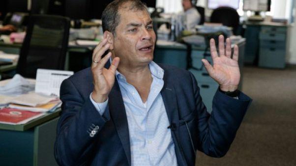 """Equateur: l'ancien président Correa dénonce le mandat d'arrêt comme un """"complot politique"""""""