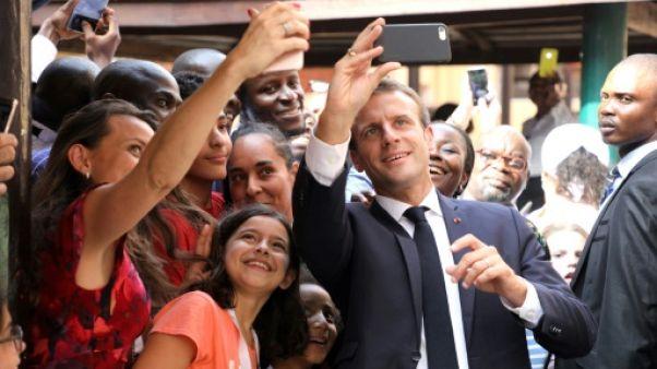 """Macron appelle à Lagos les Africains """"à réussir en Afrique"""""""