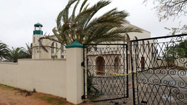 الشرطة: مهاجم المسجد في جنوب أفريقيا لا صلة له بالتطرف أو الإرهاب