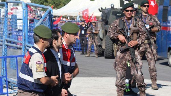 وسائل إعلام: تركيا تأمر باعتقال 271 جنديا على صلة بكولن