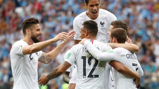 فرنسا تبلغ قبل نهائي كأس العالم بالفوز على أوروجواي
