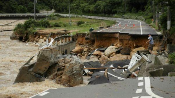 Au moins 20 morts dans des pluies torrentielles au Japon