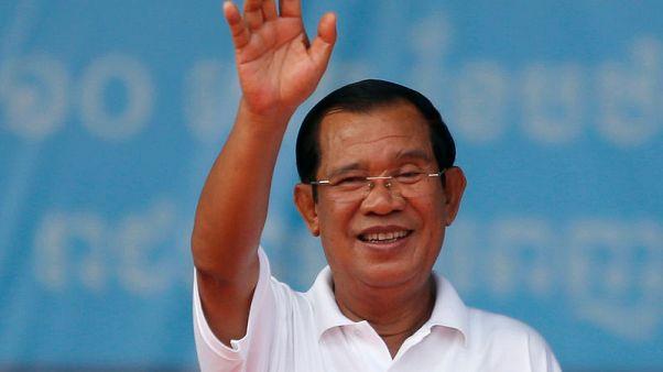 حمائم ورقصات في كمبوديا مع بدء حملة الانتخابات