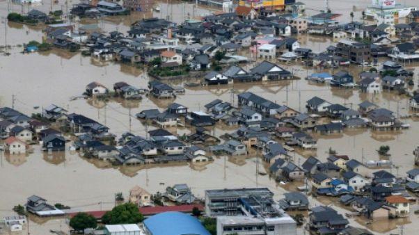 Intempéries au Japon: 57 morts et un combat ardu contre l'eau pour les secouristes