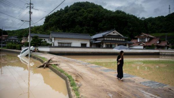 """""""Jamais vu ça"""": le sombre retour d'un fermier japonais dans sa maison dévastée"""