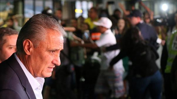 جماهير البرازيل تحيي الفريق عقب عودته من كأس العالم