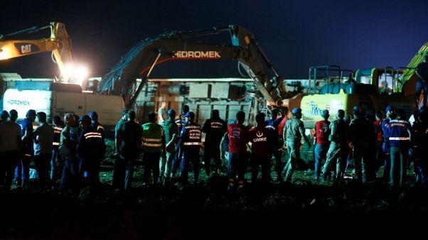مقتل 24 في تركيا بعد انقلاب قطار بسبب الأمطار وانهيار أرضي