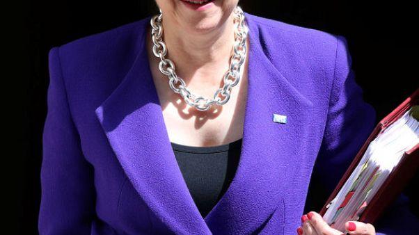ماي: على الاتحاد الأوروبي تغيير المسار وإلا انسحبت بريطانيا دون اتفاق