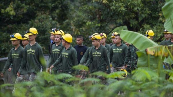 Grotte Thaïlande: huit jeunes sur 13 sauvés, inquiétude pour les autres